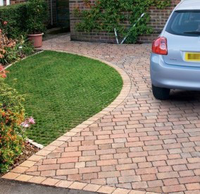Lovely Edging on Block Paved Driveway